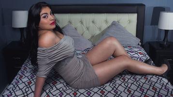 Show-ul fierbinte al lui IsabellaCourtney – Fata pe Jasmin