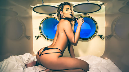 Izziye | Babecamsparty