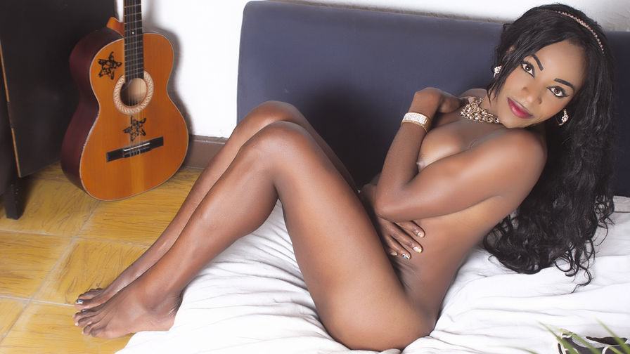 NahomyLorens | MyTrannyCams