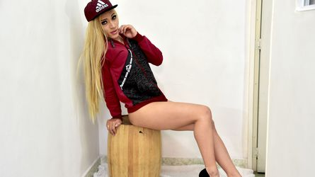 CHARMINGCHERRYTS | MyTrannyCams