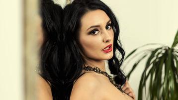 Show fierbinte la webcam NikkiChains  – Fata pe Jasmin