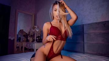 Show fierbinte la webcam CarolineMayer  – Fata pe Jasmin