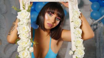 Show fierbinte la webcam MilenaJames  – Fata pe Jasmin
