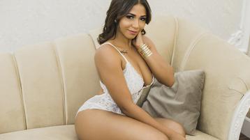 Show fierbinte la webcam NicolehVega  – Fata pe Jasmin