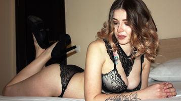Show fierbinte la webcam AmeliaLouX  – Fata pe Jasmin