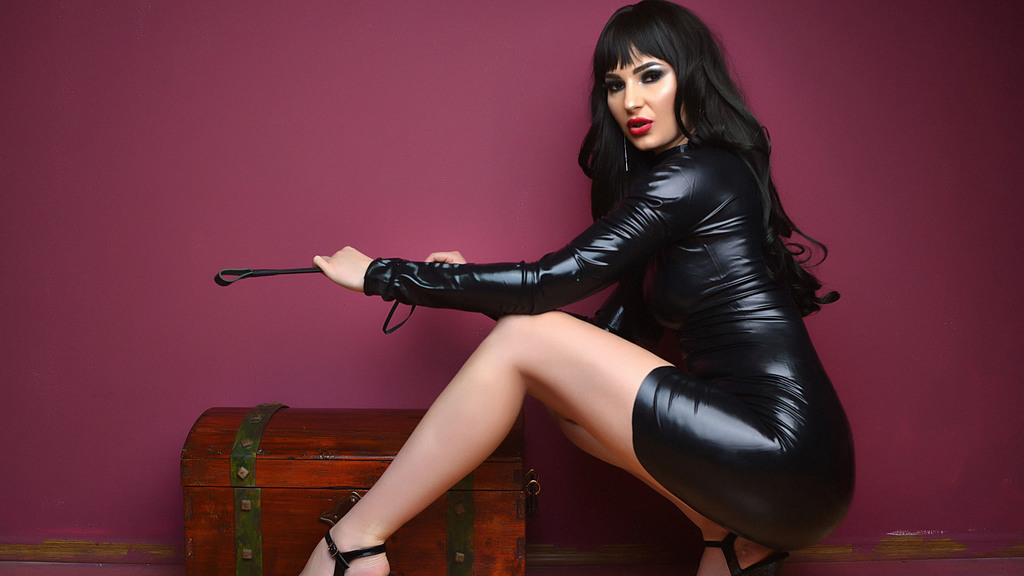 Free chat with latex Goddesses and obedient slaves on