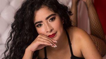 Show fierbinte la webcam EmilyMooree  – Fata pe Jasmin