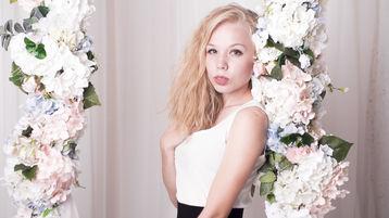Show fierbinte la webcam LeilaGwen  – Fata pe Jasmin