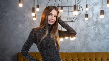 Show fierbinte la webcam MilanaMillX  – Flirturi fierbinti pe Jasmin